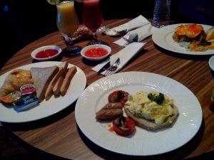 American dan Indonesian Breakfast